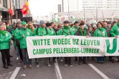 een spandoek van de ACV Puls militanten van het UZ Leuven